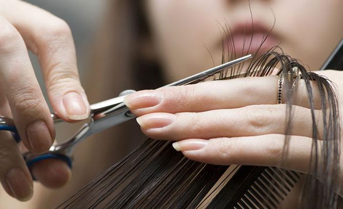 Descubra se cortar o cabelo faz ele crescer mais rápido (Imagem: Reprodução)