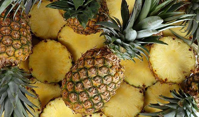 Alimentos diuréticos assim como o abacaxi ajudam a eliminar o excesso de líquidos (Imagem: Reprodução)