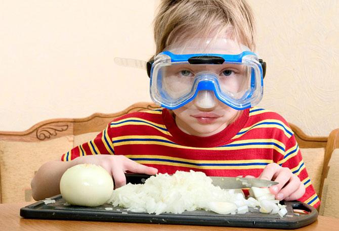 Utilizar um óculos de natação ou de mergulho irá te proteger desse gás (Imagem: Reprodução)