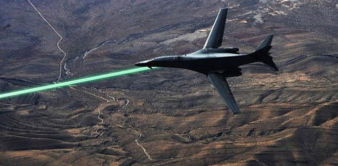A previsão é que jatos equipados com armas a laser comecem a ser usados em 2020 (Imagem: Reprodução/DARPA)