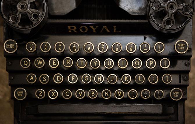 O teclado QWERTY surgiu como uma solução para problemas de acionamento duplo e travamentos de máquinas de escrever