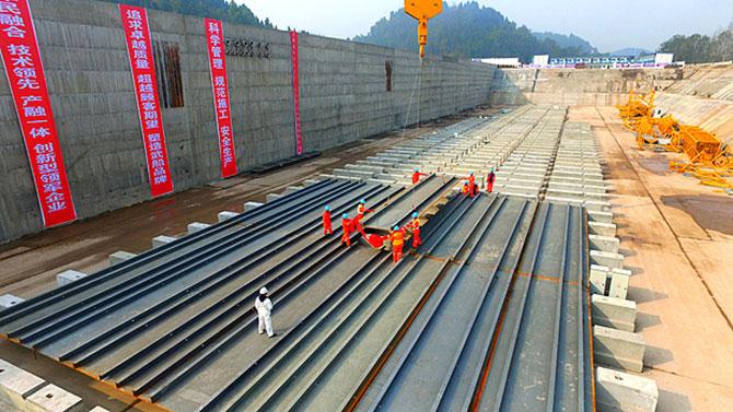 """O """"novo"""" Titanic ficará ancorado em um reservatório no rio Qijiang."""